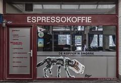 Espressokoffie (Pieter Musterd) Tags: espresso koffie espressokoffie 404 kijkduin winkelpromenade trashurehunt dog hond dekoppernsmorre horeca pietermusterd musterd canon pmusterdziggonl nederland holland nl canon5dmarkii canon5d denhaag 'sgravenhage thehague lahaye ringo thehaguestreetart ringomollinger