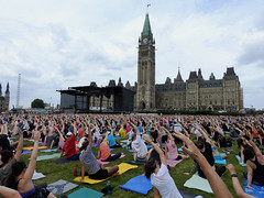 Hundreds of yoga enthusiasts participating at this year's (12th year) free Parliament Hill Yoga sessions on Parliament Hill in Ottawa, Ontario (Ullysses) Tags: parliamenthill collineparlementaire ottawa ontario canada spring printemps yoga parliamenthillyoga lululemon lululemonathletica yogaonparliamenthill