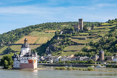 Pfalzgrafenstein Castle & Gutenfels Castle on The Middle Rhine (Jill Clardy) Tags: architecture building castle cruise house housing residentialbuilding rhine viking gutenfels pfalz river 201906019l8a5062 bacharach rhinelandpalatinate germany pfalzgrafenstein