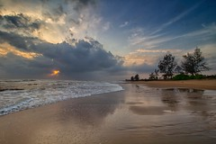 IMG_6308 ~ menuju mentari pagi (alongbc) Tags: sunrise beach seascape shoreline coastline landscape sea cloud sky travel place trip pantailanjut lanjut kualarompin pahang malaysia canon eos700d canoneos700d canonlens 10mm18mm wideangle