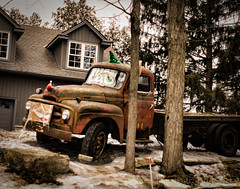 Oldie (HTT) (13skies) Tags: trees parked truck older oldtruck haul vintage classic aged htt happytruckthursday singleshothdr processing