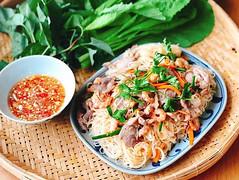 cach-lam-hu-tieu-xao-kho (Nấu ăn không khó) Tags: noodles food cooking carrot pork breakfast meal
