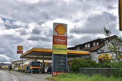 Shell, Wiechs Germany. (EYBusman) Tags: shell petrol gas gasoline filling service station garage weighs sud baden germany eybusman