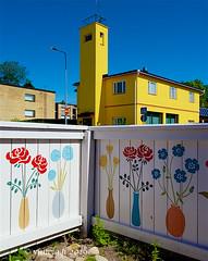 vintola photography (vintola) Tags: kaivokatu kesä kristiinankatu leicasl naantali nådendal finland finnland vintola building house gebäude haus byggnad hus fence