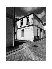 corner house (chrisinplymouth) Tags: corner building street monochrome black white plymouth devon england uk cw69x diagonal diagx desx xg urbio