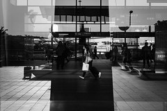 台中 臺灣  Taichung, Taiwan (不著邊際的過路人) Tags: street photography candid bw bnw blackandwhite people reflection silloutte streetphotography composition city urban taiwan 台灣 街頭攝影 黑白 單色 人文 紀實 線條 構圖