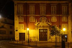 Nuit à Lisbonne (hans pohl) Tags: portugal lisbonne architecture maisons houses bâtiments buildings fenêtres windows portes doors façades nuit night