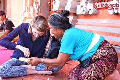 Making Canang Sari (Real Indonesia) Tags: canang sari bali indonesia local culture offerings flower