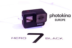 "Die GoPro Hero7 Black Actionkamera auf weißer Fläche, neben dem Bildtitel ""photokina Europe"" (verchmarco) Tags: 2018 cologne kölnmesse köln messe photography photokina technology technologie isolated isoliert equipment ausrüstung lens linse noperson keineperson electronics elektronik movie film plastic kunststoff image bild business geschäft internet connection verbindung sparkle funkeln retro zoom zoomen disjunct disjunkt desktop design communication kommunikation camcorder camcorder2019 2020 2021 2022 2023 2024 2025 2026 2027 2028 2029 2030 spain nikkor farm camera pet macromondays cielo decoration day eos"
