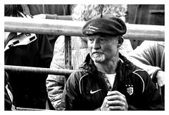 Transhumance sous la pluie (Ariège) (PierreG_09) Tags: seix ariège pyrénées pirineos occitanie couserans hautsalat transhumance tradition fête noiretblanc nb bw monochrome homme éleveur agriculteur paysan