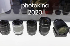 Canon: EFS 18-55mm und 18-135mm Objektive, aufgereiht in einer Vitrine, während der Fotomesse in Köln, mit dem Bildtitel Photokina 2020 (verchmarco) Tags: köln 2016 cologne kölnmesse canon messe photography photokina nordrheinwestfalen deutschland lens linse noperson keineperson technology technologie electronics elektronik shutter verschluss aperture öffnung equipment ausrüstung telephoto tele zoom zoomen optometry optometrie isolated isoliert iso gros plastic kunststoff focal imbrennpunkt glazed glasiert focus fokus industry industrie digitalcamera digitalkamera photograph fotografieren optics optik2019 2020 2021 2022 2023 2024 2025 2026 2027 2028 2029 2030 market countryside restaurant seascape day ciel cielo vowel windows camera