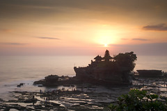 Tanah Lot Sunset (karsten1605) Tags: tanah lot bali indonesien indonesia sunset sonnenuntergang temple tempel 1740 neutral density nd filter bw 106 canon eos 5d mark ii wide angle weitwinkel long exposure langzeitbelichtung