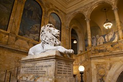 Lions of knowledge (ramosblancor) Tags: humanos humans arquitectura architecture historia history escultura sculpture arte art biblioteca library publiclibrary boston mass usa león lion