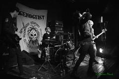 Genogeist, Black Water Bar, Portland, OR, 6-18-2019 (convertido) Tags: punk noise dbeat hc goth dark anarcho anarchopunk live show music concert photography pawns genogeist false ritual black wager bar portland oregon 2019 june white