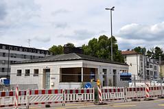 Am vergangenen Samstag lief dann schon die Entkernung, um am folgenden Montag mit dem Abriss beginnen zu können (Bild: Peter Schricker) (Frederik Buchleitner) Tags: baustelle munich münchen romanplatz strasenbahn streetcar tram trambahn