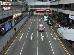 201905258 Hong Kong Central (taigatrommelchen) Tags: 20190522 china hongkong central urban city building street taxi cab bus