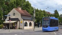 Bis Dezember wendet die Linie 12 jetzt in Neuhausen am Grünwaldpark (Bild: Peter Schricker) (Frederik Buchleitner) Tags: 2705 avenio linie12 munich münchen neuhausen siemens strasenbahn streetcar twagen t2 tram trambahn