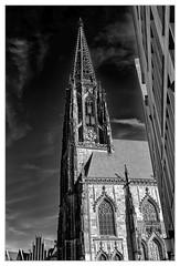 St. Lamberti-Kirche, Münster / St. Lamberti-Church, Münster (Dirk Böhling) Tags: monochrome monochrom m9 blackandwhite biogont235 architecture architektur sky clouds contrast
