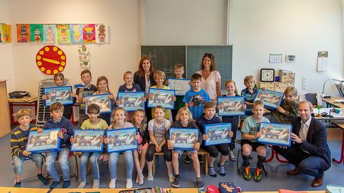 Der Grundschule Kleibrok habe ich Lego-Bausätze der EWE-Stiftung überreicht.