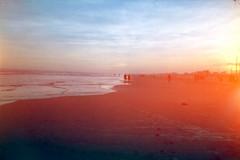 Lightleak (PhantomClickr) Tags: chaikaii chaika color film agfa agfafilm hdc100 analog praiadorincão santacatarina brasil brazil lightleak filmisnotdead 35mm halfframe praia beach people