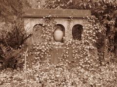 Nordfriedhof Wiesbaden - Feb. 2011 (Bea tedo) Tags: nordfriedhof wiesbaden friedhof ruhestätte grabmal statue engel sepia