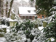 Nordfriedhof Wiesbaden (Bea tedo) Tags: nordfriedhof wiesbaden friedhof ruhestätte grabmal statue engel