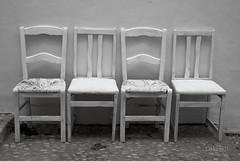 Sillas a la sombra (Rabadán Fotho) Tags: fotografia foto spain street blancoynegro bn bw blackandwhite sillas fotostreet