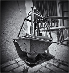 Fotografía Estenopeica (Pinhole Photography) (Black and White Fine Art) Tags: fotografiaestenopeica pinhole pinholephotography lenslesscamera camarasinlente lenslessphotography fotografiasinlente estenopo estenopeica stenopeika sténopé aristaedu100fomapan kodakd76 sanjuan juan viejosanjuan puertorico oldsanjuan bn bw
