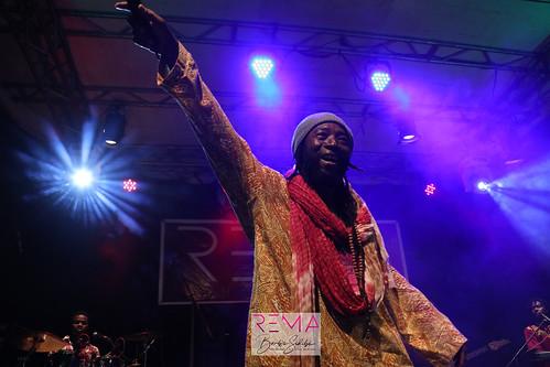 Prestation de MALAYKY lors de la deuxième édition des Rencontres Musicales Africaines (REMA) à Ouagadougou au Burkina Faso.Crédit photo © Boub´s SiDiBÉ.