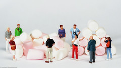 Looking close on Friday - Heap or Stack (J.Weyerhäuser) Tags: 187 h0 heaporstack lookingcloseonfriday marshmallows preiser tinypeople