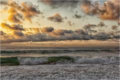El cielo y el mar (Fernando Forniés Gracia) Tags: españa paísvasco vascongadas guipuzcoa zarautz ocaso puestadesol atardecer paisaje landscape naturaleza playa mar cielo nubes