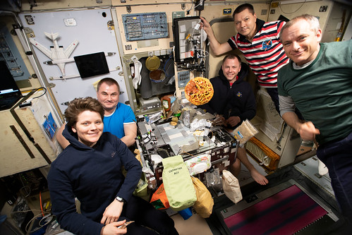 Expedition 59 crewmembers gather for dinner