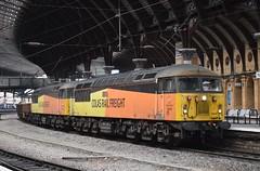 56302 and 56078 pass York (Tom 43299) Tags: train yorkrailwaystation york colasrail class56 56302 56078