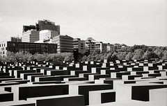 Berlin, game of blocks (Alfonso Lazo) Tags: leica m6 hp5 xtol 11