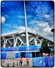 Match de la FIFAWWC à Reims. 2019. #netherlands #canada #fifawwc #fifawwc2019 #reims #france #daretoshine #france2019 #france2019womensworldcup #womensworldcup #womensworldcup2019  #fifawomensworldcup #fwwc #x100f #x100fujifilm #snapseed  #snapseededit  # (Phimagery) Tags: wclx100 snapseed netherlands france2019 daretoshine stadeaugustedelaune x100fujifilm canada snapseededit fifawwc reims womensworldcup france2019womensworldcup wclx100ii france fifawwc2019 womensworldcup2019 snapseedapp fifawomensworldcup x100f fwwc street streetphotography women orange green blue sky