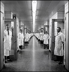548488D1-3839-4771-A094-2640954D5E8E (noah.augenstein.2023) Tags: alignement alignment blouse corridor couloir doctor faces homme45à60ans industriedutéléphone insolite intérieur interior laboratoire laboratory lignefuyante man45to60years médecin newjersey perspective processed rhymevisual rime symétrie symmetry telephoneengineeringindustry uniform uniforme unusual vanishingpoint whitecoatsmock