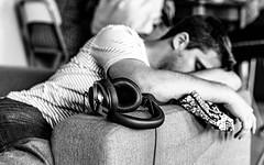 Le casque. (LACPIXEL) Tags: casque homme canapé fatigue cansanio tiredness sofa couch man hombre dormir domido endormi sleeping sleep noiretblanc blancoynegro blackwhite sony flickr lacpixel headphones