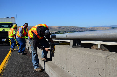 I-82 Fred Redmond Bridge Maintenance