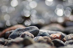 Pebbles and bubbles (Stefano Rugolo) Tags: stefanorugolo pentax k5 pentaxk5 kmount tamronspaf90mmf28dimacro11 pebbles bubbles bokeh abstract sea light water stones bythesea seashore impression