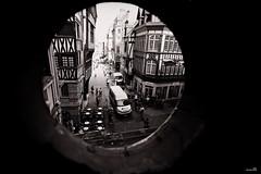 Par le petit bout de la lorgnette (Un jour en France) Tags: rue street strase rouen people monochrome black noiretblanc noiretblancfrance canoneos6dmarkii canonef1635mmf28liiusm