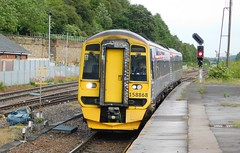 Arriving at Kirkgate (The Walsall Spotter) Tags: wakefield kirkgate railway station class158 express sprinter dmu 158868 uk multipleunit northernrail britishrailways networkrail