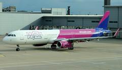 G-WUKH (Ken Meegan) Tags: gwukh airbusa321231sl 8600 wizzairuk luton 962019 wizz airbusa321 airbus a321231sl a321