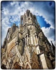 #cathedraledereims #reimscity #france #france2019 #x100f #x100fujifilm #snapseed  #snapseededit  #snapseedapp #wclx100 #wclx100ii #historyarchitecture (Phimagery) Tags: reimscity wclx100ii wclx100 france snapseed historyarchitecture france2019 x100fujifilm snapseededit snapseedapp x100f cathedraledereims reims cathedrale architecture sky bluesky blue