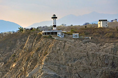 DSC_0956p1 (Andy961) Tags: mexico oaxaca huatulco santacruz lacrucecita cliff light lighthouse faro