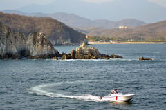 DSC_0935p1 (Andy961) Tags: mexico oaxaca huatulco santacruz lacrucecita chahue bay bays bahia landscape boat