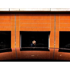 Eva Neukum © (eyephotomagazine) Tags: photo photography street streetphoto streetphotography streetphotographer photooftheday picoftheday capturestreets streetclassics streetart dreamstreets streetstyle urbanstyle urbanstories storytelling color colorstreet colorphotography streetleaks light shades shadows silhouettes lightandshadows lightandshades lightandcolor reflections mirroring abstract feature promote magazuine magazine publication publishing photomagazine eyephotomagazine
