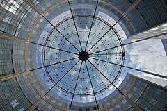 Place ronde - La Défense (hervétherry) Tags: france iledefrance hautsdeseine puteaux canon eos 7d efs 1022 architecture quartier affaire tour tower défense ladéfense ciel sky nuage cloud place ronde