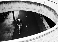Captured! (BasWindfotografie) Tags: architectuur architecture compositie gestalt continuation figureground symmetryandorder bocht krommelijn kromme curves curve contrast highcontrastblackandwhite fujifilm fujifilmxt3 fujifilmxf1655mmf28 galerijen galerijstraatfotografie monochrome blackandwhite zwartwit bnw straatfotografie streetphotography