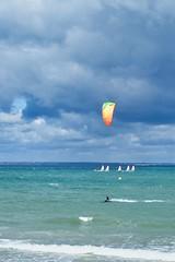 Au Val André c'est souvent la fête du vent (Patrick Doreau) Tags: ciel sky clopud nuage gris grey vert green water eau seau mer baie saintbrieuc kite surf jaune yellow wind vent beach plage bretagne brittany groupenuagesetciel