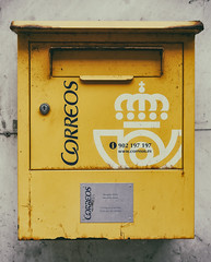 CFR7475 Buzón (Carlos F1) Tags: city tourism town nikon village pueblo sightseeing ciudad asturias turismo cudillero correos turista d300 principadodeasturias spain box letter carta old yellow stamp amarillo postbox viejo antiguo buzón sello